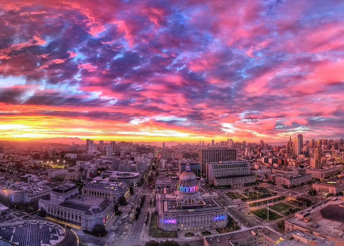 Chis Messina posted this photo of last night's sunset on his Twitter account.