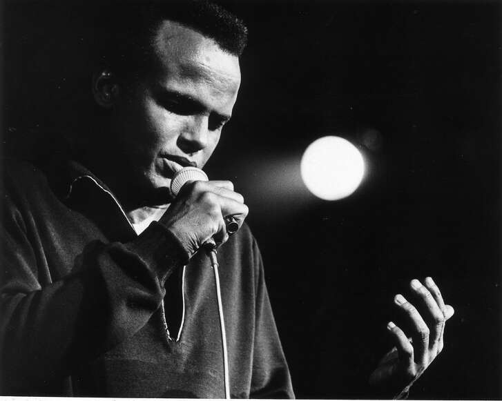 """10/25/1967 -- singer Harry Belafonte.    SONGS OF A PEOPLE.  HOUCHRON CAPTION (09/23/2001):  Pop vocalist, cultural historian and activist Harry Belafonte, pictured at a 1967 Houston performance, worked on """"The Long Road to Freedom"""" during the late 1960s and early 1970s, and again after BMG resumed the project in 1998."""