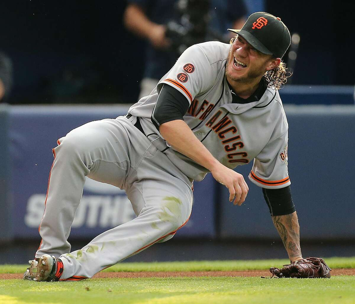 San Francisco Giants pitcher Jake Peavy comes up smiling after hitting the ground trying to field a bunt by the Atlanta Braves' Mallex Smith during the third inning at Turner Field in Atlanta on Tuesday, May 31, 2016. (Curtis Compton/Atlanta Journal-Constitution/TNS)