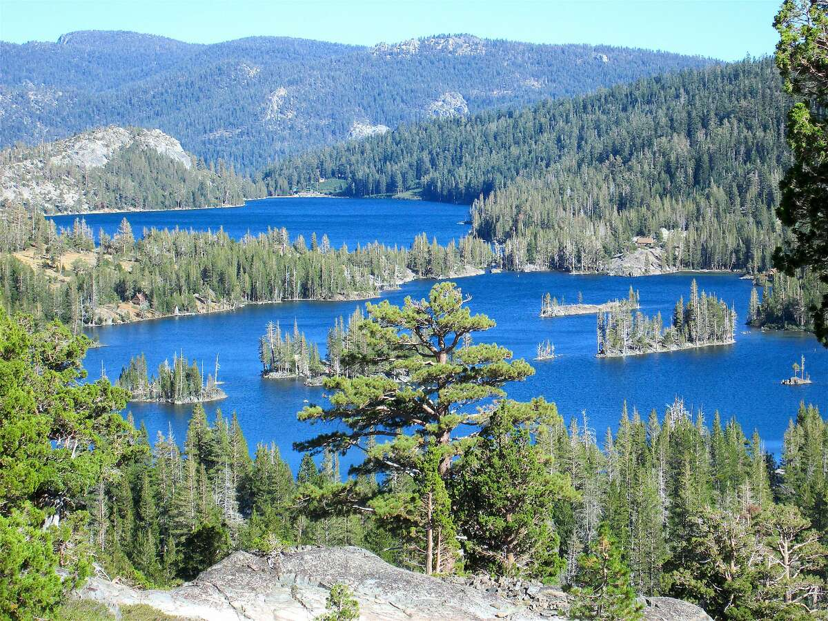 From Echo Lakes, you take the boat taxi to the head of Upper Echo Lake to the Pacific Crest Trail. From there, it�s a steady climb to the ridge for a spectacular view over Echo Lakes, then onward to rock-bound Aloha Lake.