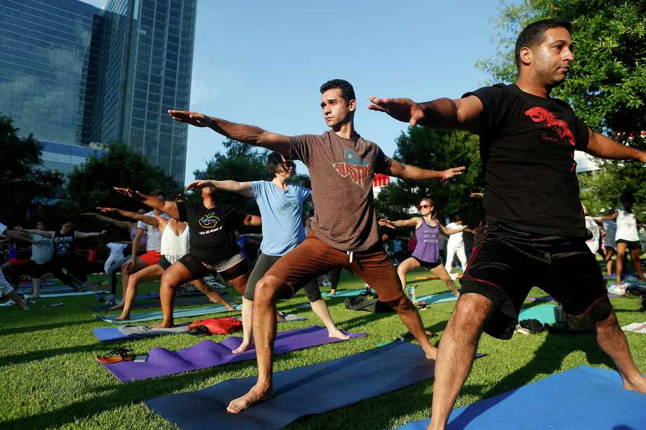 Yoga at Discovery Green. Photo: Mark Mulligan, Houston Chronicle / © 2016 Houston Chronicle