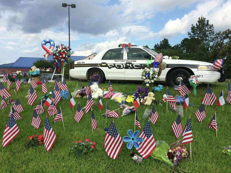 The memorial for Patton Village police Sgt. Stacey Baumgartner grows at the community center just off U.S. 59.  / Houston Chronicle