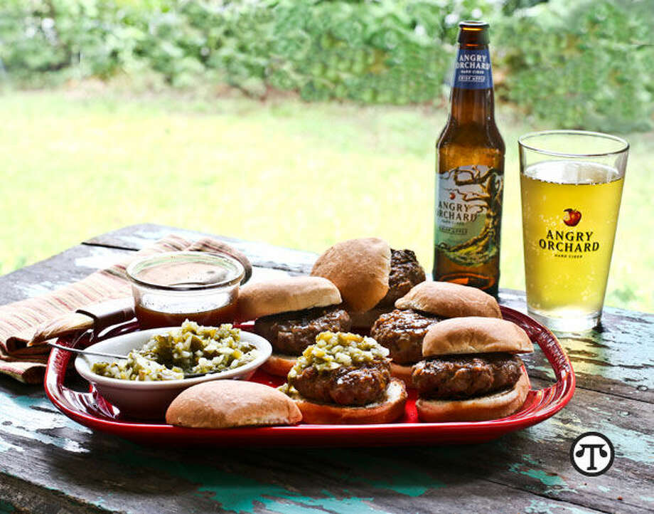 Great-tasting sliders and hard cider can add zest to your next barbecue. (NAPS)
