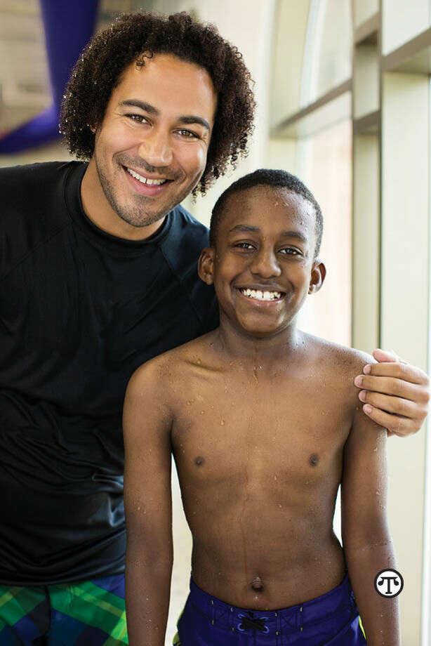 Debido al hecho de que más niños latinos deben aprender a nadar, una organización ofrece clases gratuitas. (NAPS)