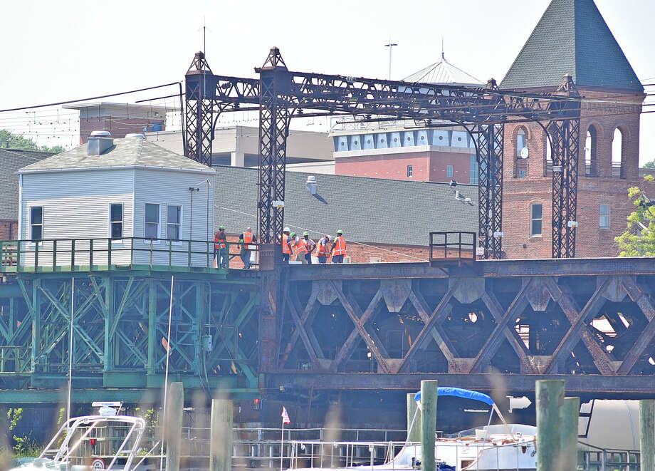Metro-North Railroad bridge maintenance employees shown attempting to close Walk bridge Saturday, May 28, 2016. The problems with the bridge have prevented New Haven Lines trains from crossing the Norwalk River. (Photo: Harold F. Cobin/Hearst Connecticut Media)