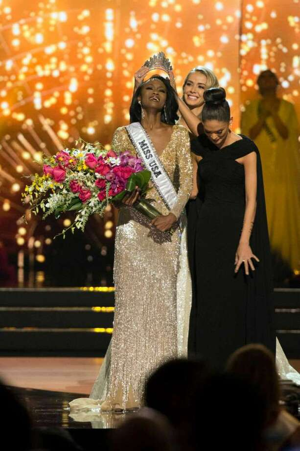 Miss District of Columbia Deshauna Barber is crowned Miss USA by Miss USA 2015 Olivia Jordan during the 2016 Miss USA pageant in Las Vegas, Sunday, June 5, 2016. (Jason Ogulnik/Las Vegas Review-Journal via AP)