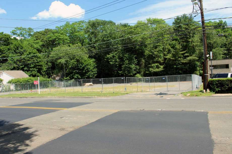 The approved site of Shake Shack is at 1340 Post Road in Darien. (Photo: Justin Papp)