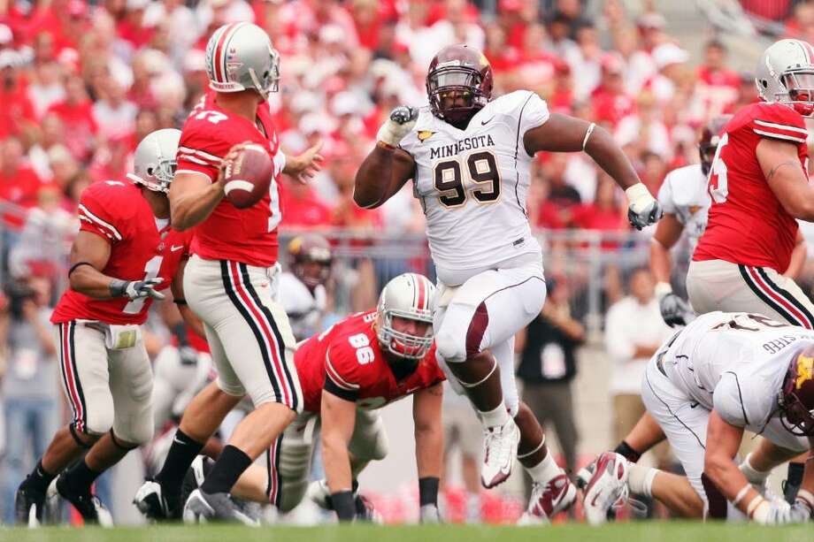 COLUMBUS, OH - SEPTEMBER 27: Minnesota Golden Gopher defensive tackle Garrett Brown #99 rushes in on Ohio State Buckeyes quarterback Todd Boeckman #17 on September 27, 2008 at Ohio Stadium in Columbus, Ohio.  The Buckeyes defeated the Golden Gophers 34-21.  (Photo by Jamie Sabau/Getty Images) *** Local Caption *** Garrett Brown; Todd Boeckman Photo: Jamie Sabau, Getty Images / 2008 Getty Images
