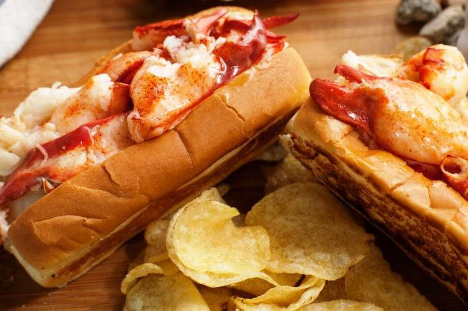 A Connecticut-style lobster roll from Cousins Maine Lobster food truck. Photo: Courtesy Cousins Maine Lobster / @2012 CTI