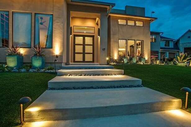 Dallas Cowboy's Anthony Henry's former Dallas home for sale.
