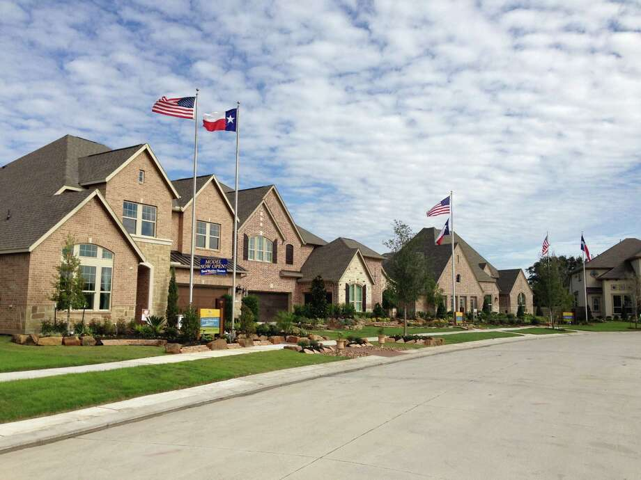 New homes stayed on the market an average of 133.74 days in December in the Houston area, according to the HomesUSA.com New Homes Sales Index which tracks a 12-month average. Model homes show options in Pomona in Manvel. (Katherine Feser  /  Houston Chronicle) Photo: Katherine Feser