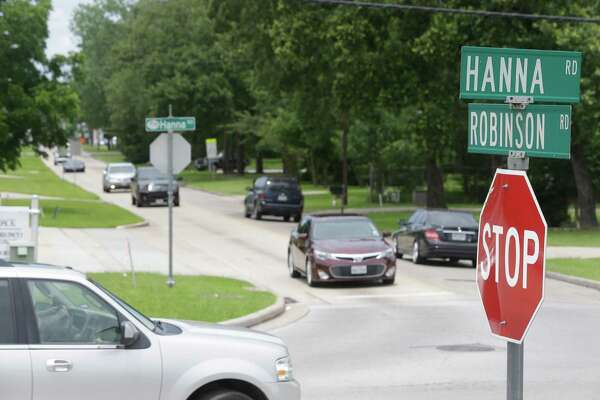 Oak Ridge North city officials are looking at alternatives for improving traffic flow along Robinson Road, the two-lane thoroughfare that cuts through the heart of the city. ( Melissa Phillip / Houston Chronicle )