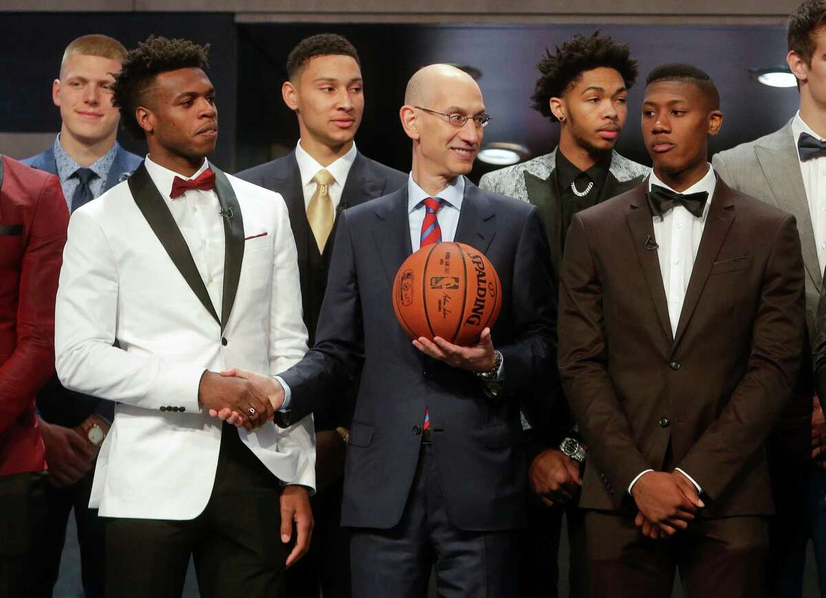 NBA Commissioner Adam Silver, center, poses for photos with prospective NBA draft picks Buddy Hield, left, Kris Dunn, right, Ben Simmons, third from left, and Brandon Ingram, second from right, before the start of the NBA basketball draft, Thursday, June 23, 2016, in New York. (AP Photo/Frank Franklin II)