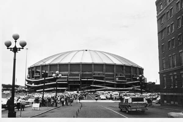 2. The Kingdom opened and hosted its first games in 1976. The first game in the Dome was the NASL's New York Cosmos and Seattle Sounders on April 25, with 58,128 fans in attendance (Wikipedia). The Hawks played there too … from time to time.   Photo caption: The exterior of the Kingdome is shown before the San Francisco 49ers game against the Seattle Seahawks on September 26, 1976 in Seattle, Washington. The Niners defeated the Seahawks 37-21.