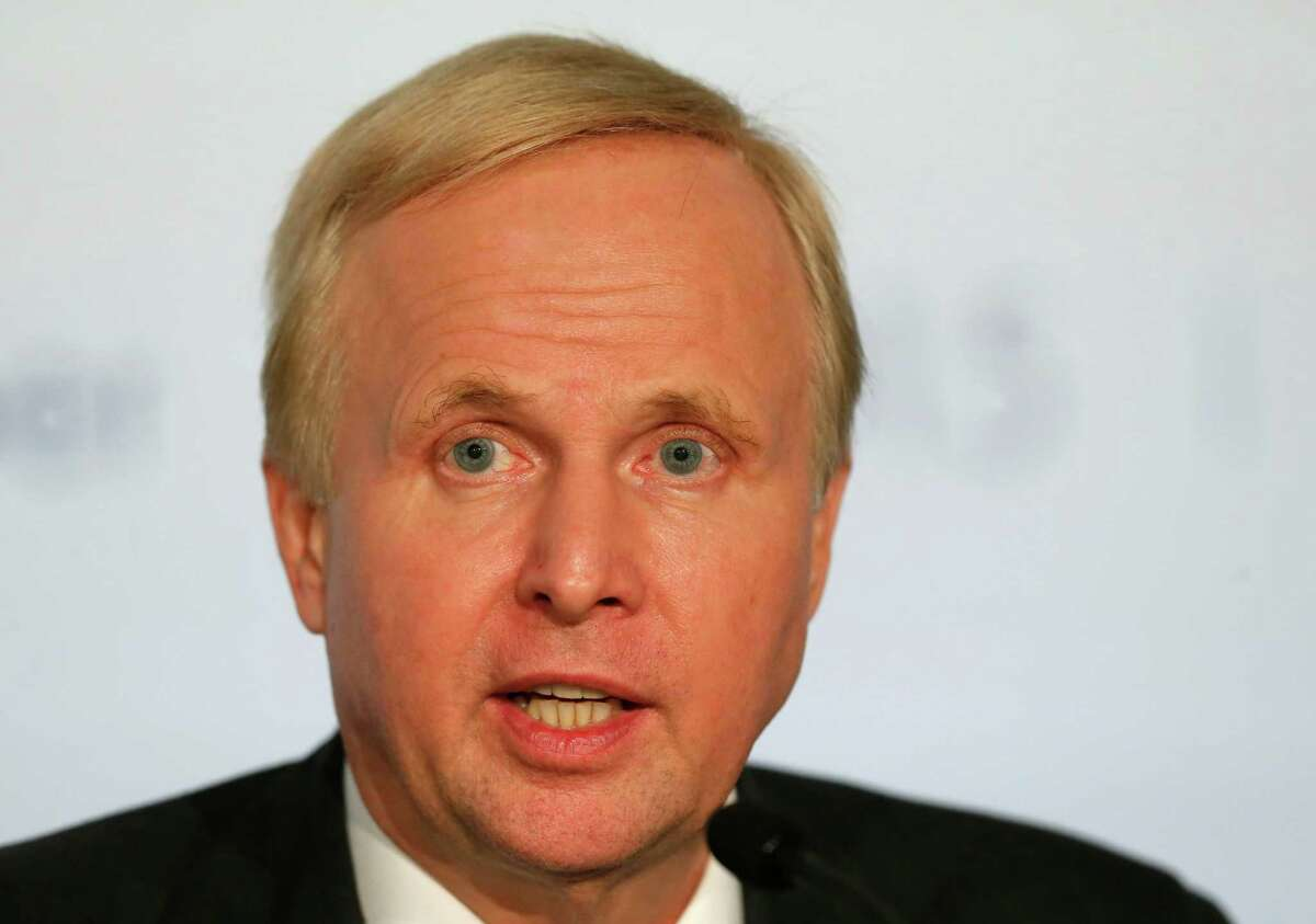"""BP Group Chief Executive Bob Dudley attends a meeting, Friday, Oct. 16, 2015 in Paris, France. The chief executives of 10 of the world's biggest oil and gas companies have pledged support for an """"effective"""" deal to fight global warming at a Paris conference next month (AP Photo/Jacques Brinon)"""