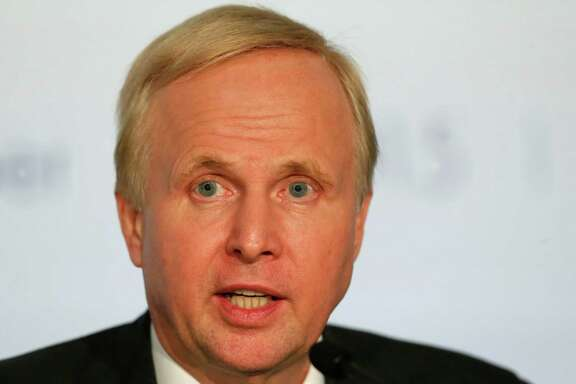 "BP Group Chief Executive Bob Dudley attends a meeting, Friday, Oct. 16, 2015 in Paris, France. The chief executives of 10 of the world's biggest oil and gas companies have pledged support for an ""effective"" deal to fight global warming at a Paris conference next month (AP Photo/Jacques Brinon)"