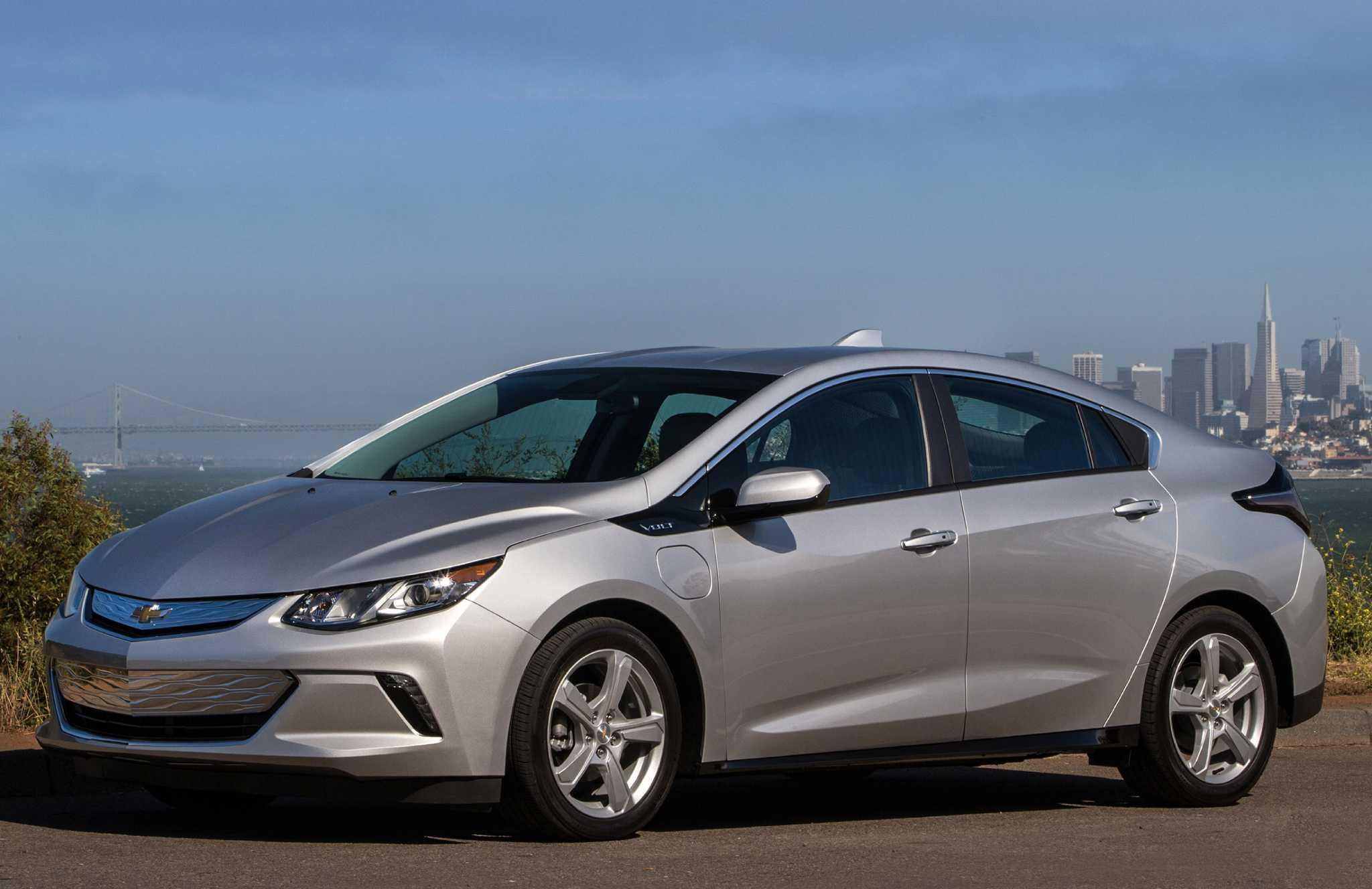 Redesigned Chevrolet Volt plug-in hybrid has extended EV range