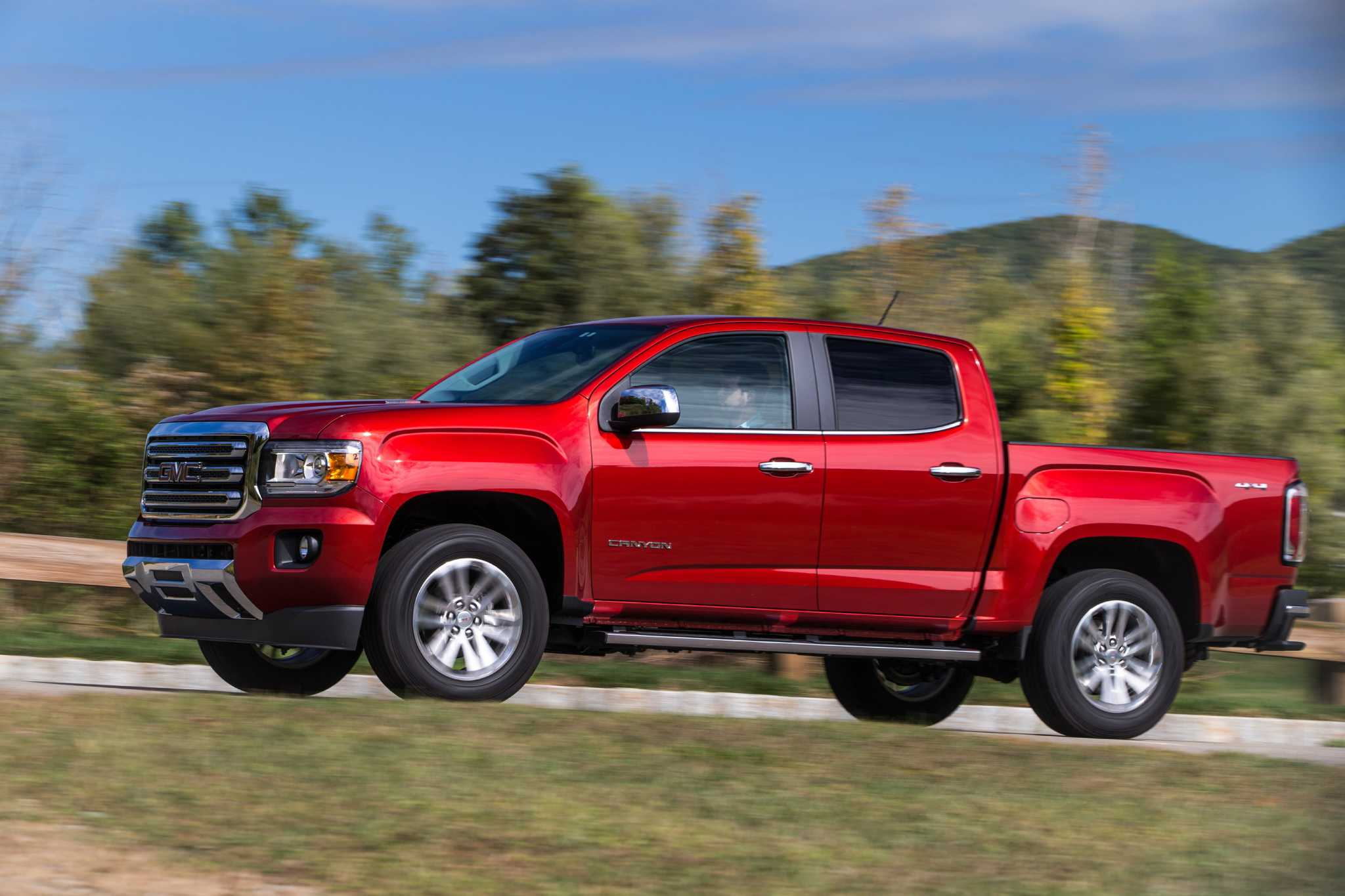 2016 GMC Canyon diesel pickup stingy with fuel but not towing power