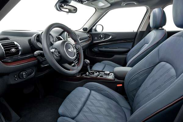For the 2016 Mini Clubman, an intuitive Mini Connected system is standard and brings performance, entertainment and communications technology with easy-to-use controls. The system includes traffic, weather, and location updates, Pandora, driving modes, and support for Connected Apps.