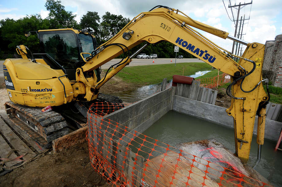 A front end loader at a utility work area along Major Drive just north of Delaware Street on Thursday. Residents in the area lost water service on Wednesday while the city made repairs to the water lines.  Photo taken Thursday 6/23/16 Ryan Pelham/The Enterprise Photo: Ryan Pelham / ©2016 The Beaumont Enterprise/Ryan Pelham