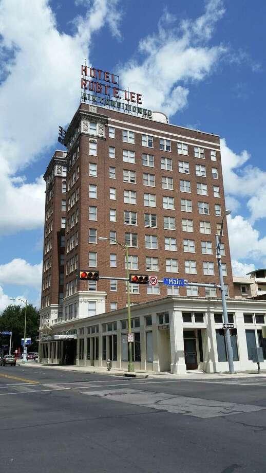 Investors Plan To Renovate Robert E Lee Apartments San