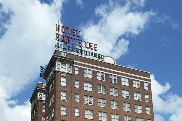 A group of New England investors is applying for state incentives to redevelop the historic Robert E. Lee apartment building downtown and to add retail to the ground floor.