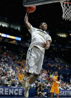 NASHVILLE, TN - MARCH 10:  Damian Jones #30 of the Vanderbilt Commodores shoots the ball against the Tennessee Volunteers during the second round of the SEC Basketball Tournament at Bridgestone Arena on March 10, 2016 in Nashville, Tennessee.  (Photo by Andy Lyons/Getty Images)