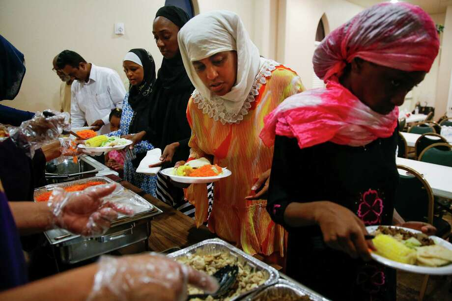 Aminah Abdul-Salman breaks her fast during Ramadan at Masjid Warithud-deen Mohammed, Houston's oldest mosque, Monday, June 20, 2016. Photo: Michael Ciaglo, Houston Chronicle / © 2016  Houston Chronicle