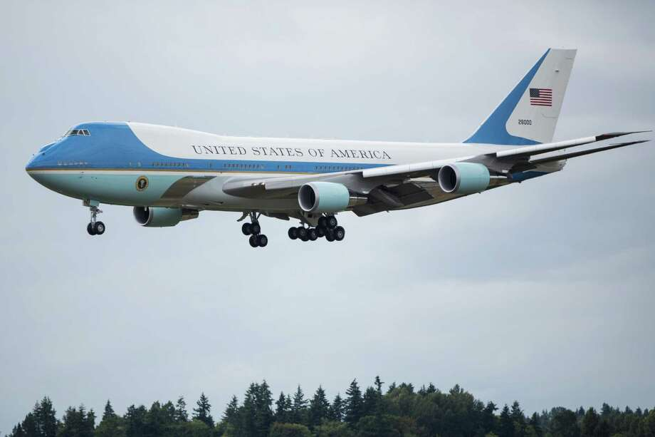 Air Force One arrives at Seattle-Tacoma International Airport on Friday, June 24, 2016. Photo: GRANT HINDSLEY, SEATTLEPI.COM / SEATTLEPI.COM