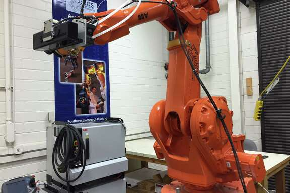 Southwest ResearchInstituteresearchers are working on human tracking technology to give industrial robots the ability to distinguish between humans and other objects.