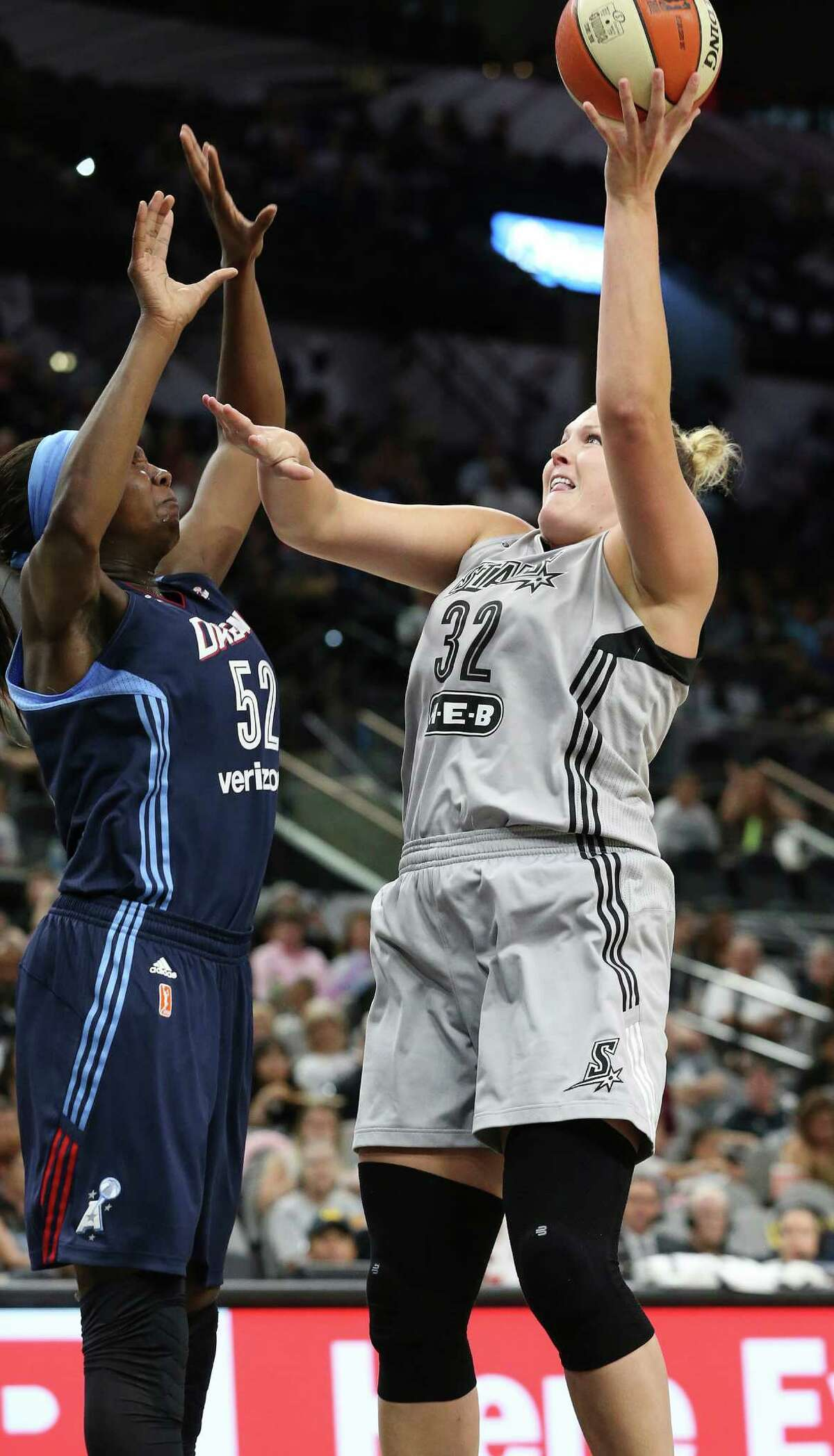 Jayne Appel-Marinelli puts up a shot against Elizabeth Williams in the first half as the Stars host Atlanta at the AT&T Center on June 25, 2016.