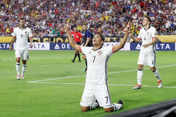GLENDALE, AZ - JUNE 25:  Carlos Bacca #7 of Colombia celebrates his first half goal against the United States during the 2016 Copa America Centenario third place match at University of Phoenix Stadium on June 25, 2016 in Glendale, Arizona.  (Photo by Christian Petersen/Getty Images)