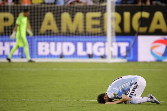 Argentina's Lionel Messi reacts after losing 4-2 to Chile in penalty kicks during the Copa America Centenario championship soccer match, Sunday, June 26, 2016, in East Rutherford, N.J.