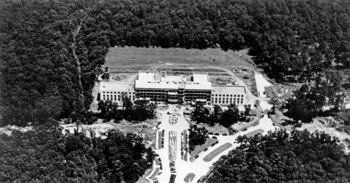 1946: The first facility built in the Texas Medical Center, Baylor College of Medicine's Cullen Building rises from a clearing in the woods in 1946.