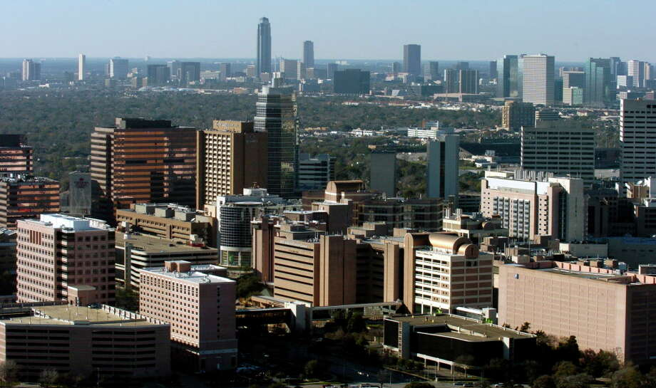 The Texas Medical Center complex seen from the air looking west towards the Galleria area in 2004.  (Karl Stolleis/Houston Chronicle) Photo: Karl Stolleis, Staff / Houston Chronicle