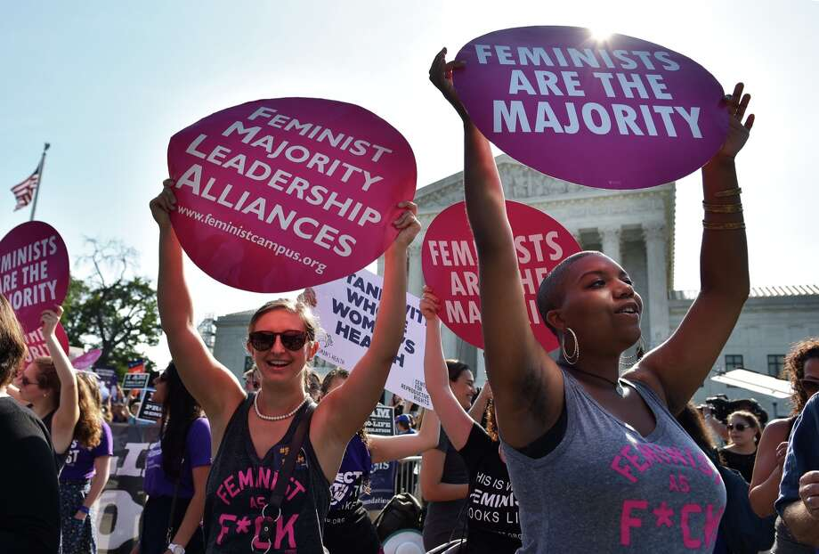 Abortion rights activists hold placards outside of the US Supreme Court ahead of an expected ruling on abortion clinic restrictions on June 27, 2016 in Washington, DC.  Photo: MANDEL NGAN/AFP/Getty Images