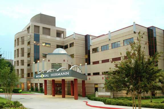 Suit questions Memorial Hermann's payroll system.