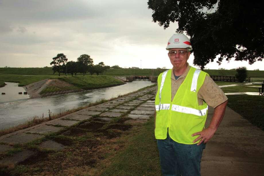 John Long looks over the Addicks Reservoir near Texas 6 and Interstate 10. Photo: Jimmy Loyd / freelance