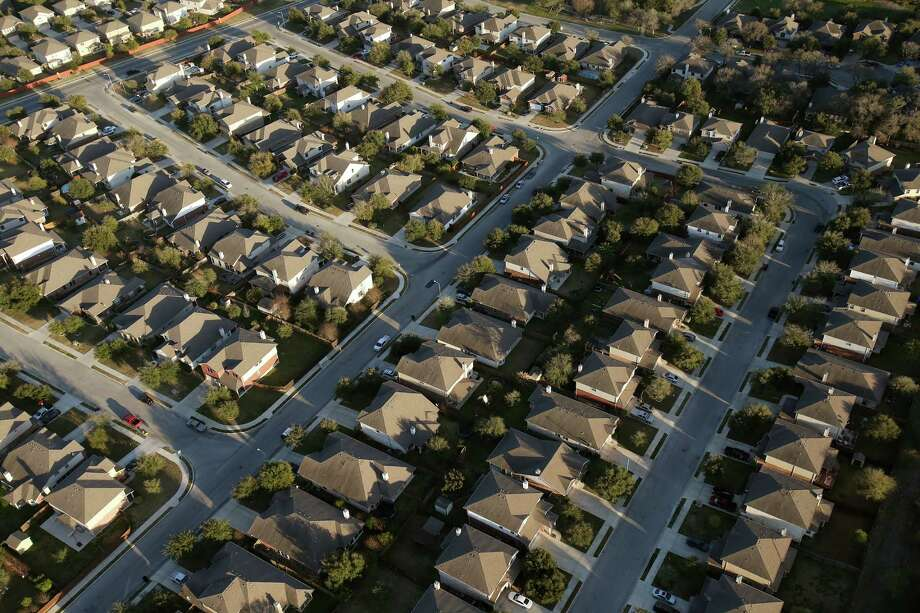 The foreclosure rate in the San Antonio-New Braunfels area declined in April, remaining well below that of the nation as a whole. Photo: JERRY LARA /San Antonio Express-News / © 2016 San Antonio Express-News