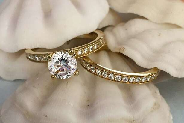 YOUR ENGAGEMENT-RING TYPE? For the classic woman.