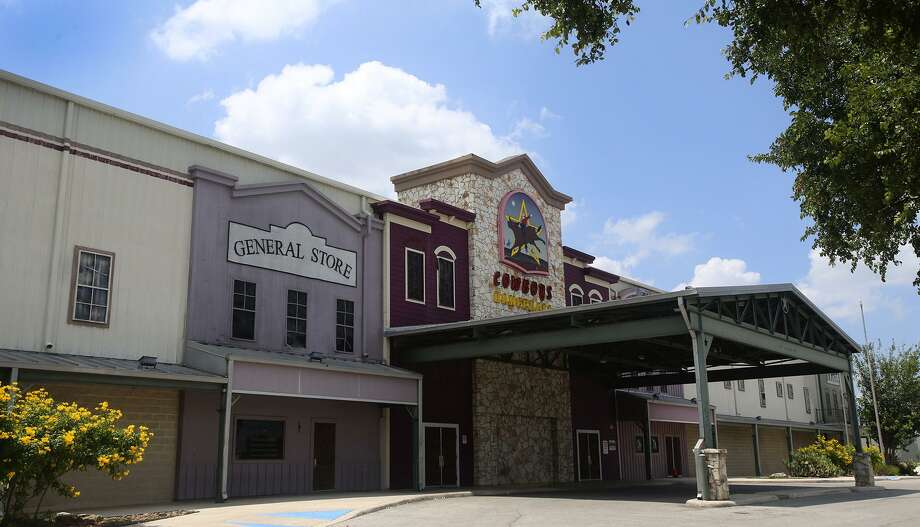 The parking lot at Cowboy's Dancehall has been used for a night of dancing, the Cowboy Breakfast and now, COVID-19 testing. Photo: File Photo / ©San Antonio Express-News/John Davenport