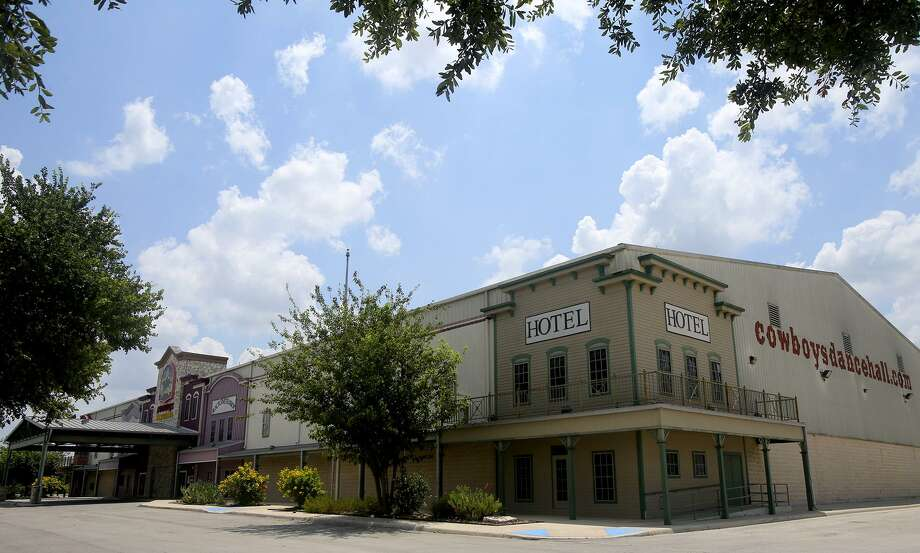 Cowboys Dancehall, a popular country music venue, could stave off liquidation with a deal struck with its primary lender to transfer $4.3 million in mortgage payments to another party. Photo: John Davenport /San Antonio Express-News / ©San Antonio Express-News/John Davenport