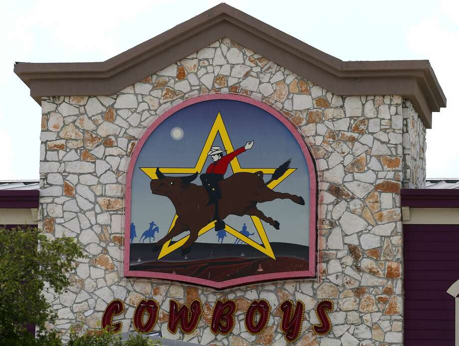 Cowboys Dancehall filed for Chapter 11 bankruptcy last summer to avoid a foreclosure sale brought by its lender Business Property Lending. Photo: John Davenport /San Antonio Express-News / ©San Antonio Express-News/John Davenport