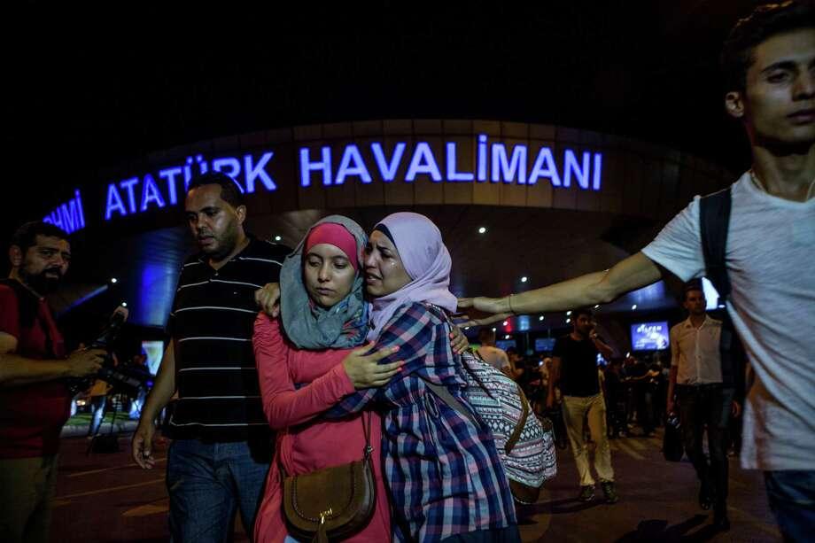 Shaken passengers leave Turkey's largest airport in Istanbul after attacks by three terrorists. Photo: Defne Karadeniz, Stringer / 2016 Getty Images