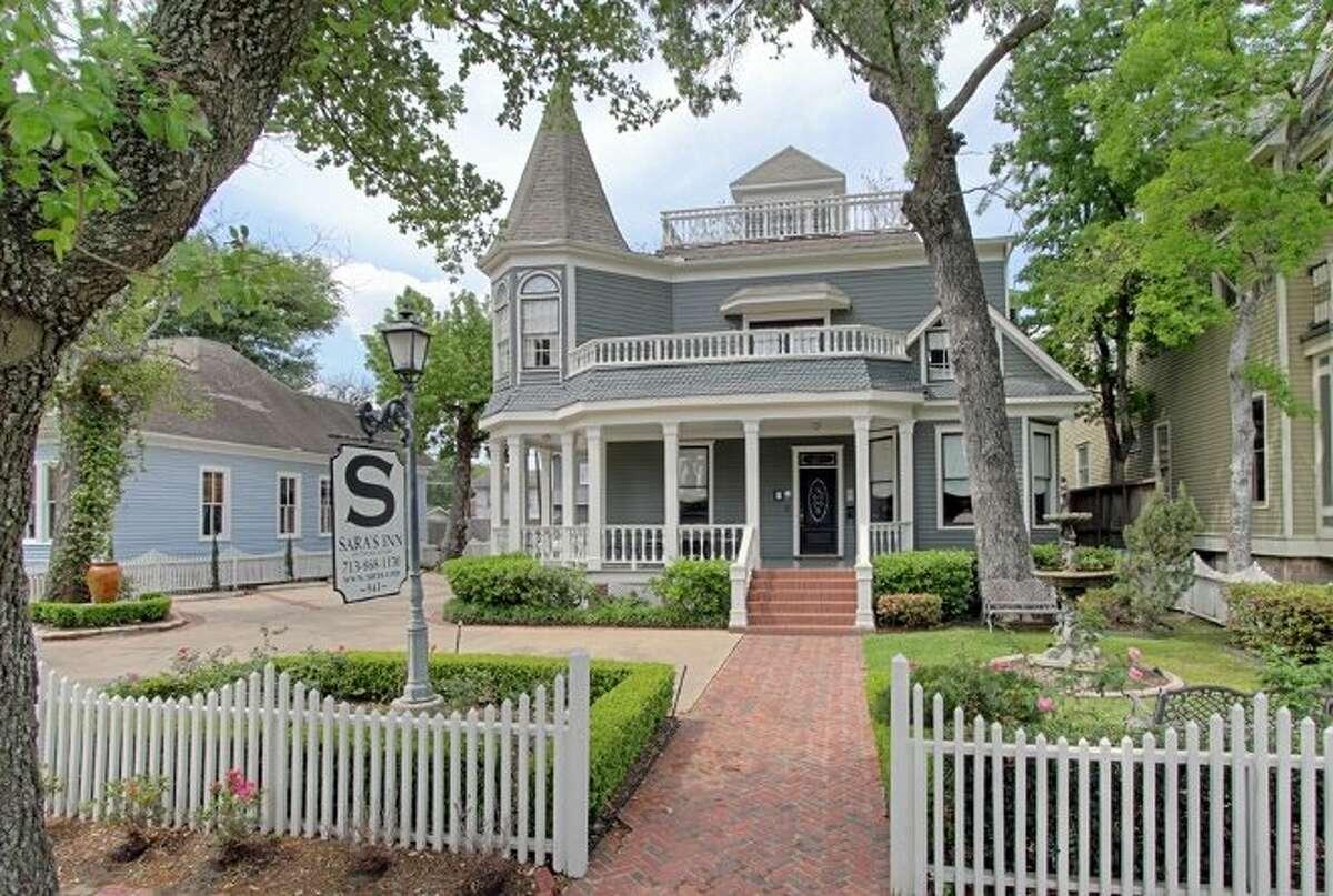 Sara's Bed & Breakfast InnLocation : 941 Heights Blvd. (Houston)Phone: 713-868-1130 This quaint, urban retreat has been around for decades.