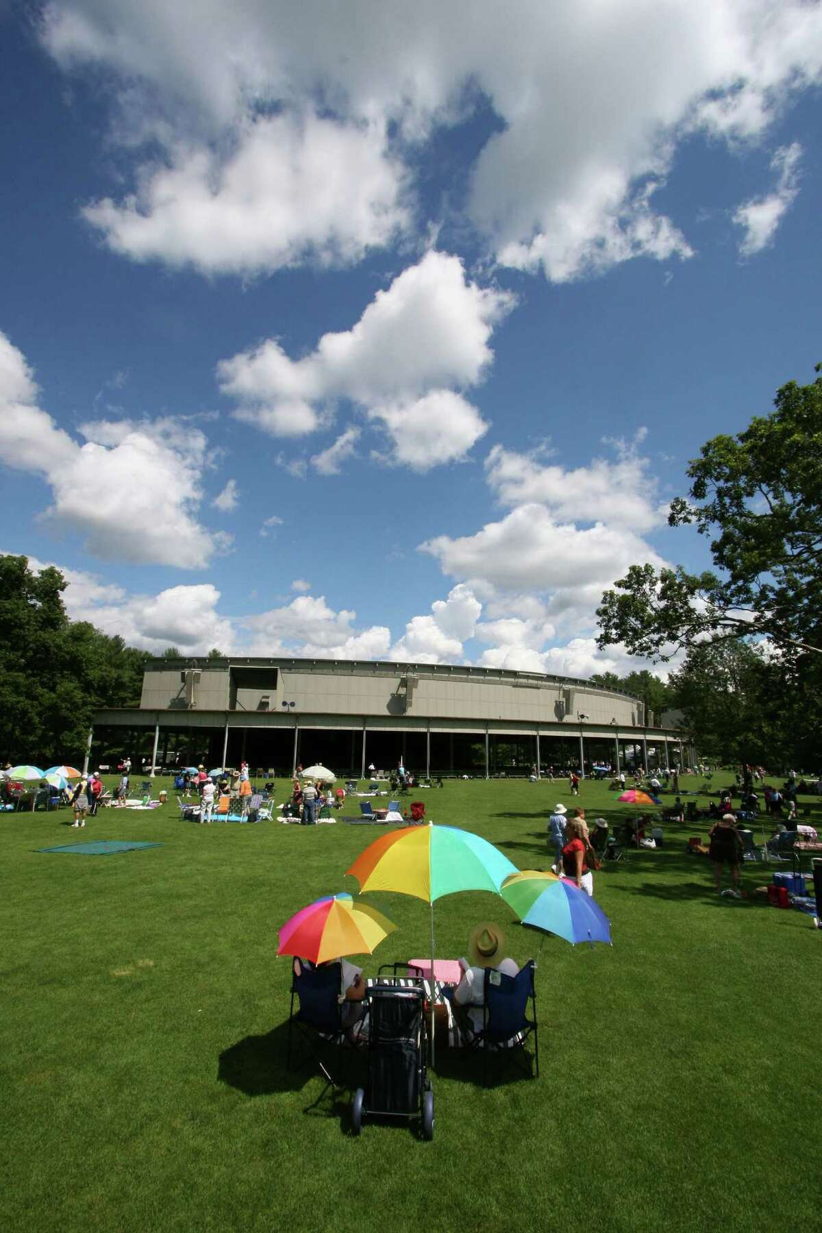 Patrons on the lawn at Tanglewood (Hilary Scott)