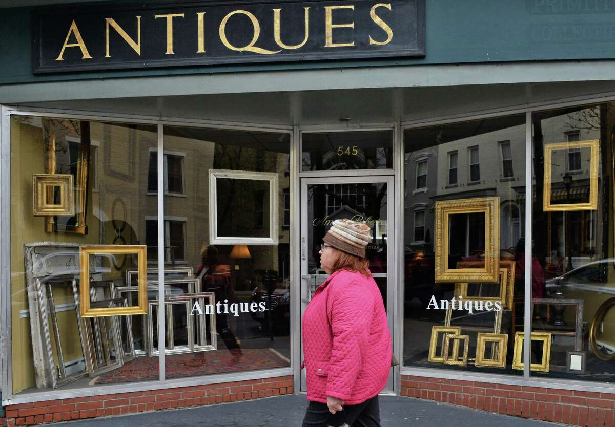 Hudson has more than 40 antique shops. You can buy everything from art deco furniture to Victorian mirrors.Click here to see a complete list of shops.