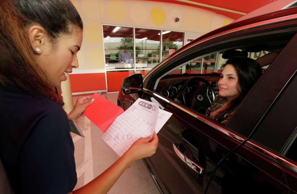 Nicole Cappelli, left, e store manager, talks with Monica Leal of Cypress after loading groceries at the curbside grocery service at H-E-B, 9710 Katy Fwy., Tuesday, June 21, 2016, in Houston. With twin 20-month-old girls and a full-time job, Monica says it has been a lifesaver, giving her more flexibility in her own schedule since curbside service has removed the hassle from grocery shopping. ( Melissa Phillip / Houston Chronicle )