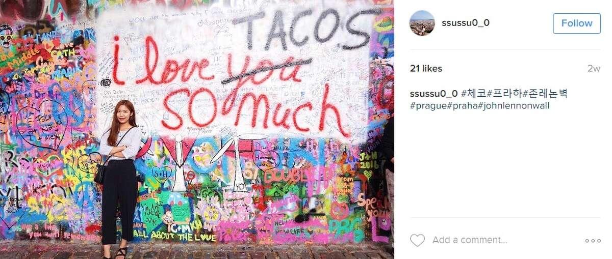 """""""#체?""""#?""""?라?•?#존레?...?벽#prague#praha#johnlennonwall,"""" @ssussuO_O."""