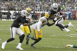 Oakland Raiders running back Latavius Murray (28) in action against the Green Bay Packers during an NFL football game Sunday, Dec. 20, 2015, in Oakland, Calif. (AP Photo/Ben Margot)